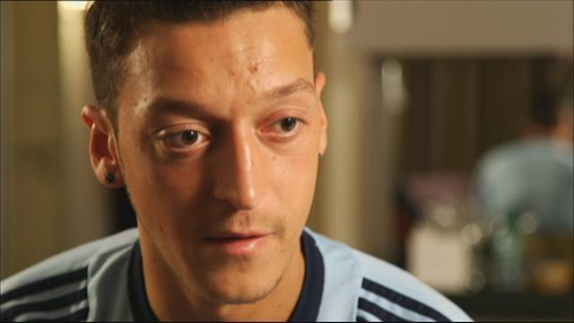 Premier League - Ozil explains Arsenal decision