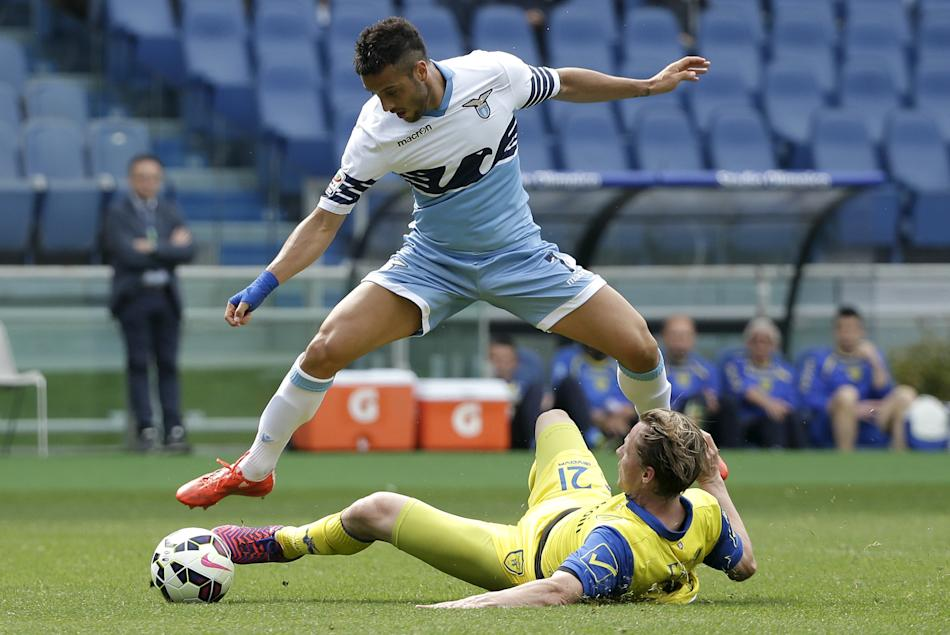 Lazio's Anderson challenges Chievo Verona's Frey during their Serie A soccer match at the Olympic stadium in Rome