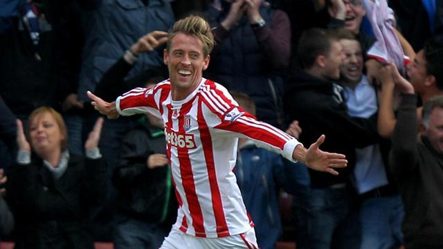 Premier League - Stoke hold off late Reading charge for victory