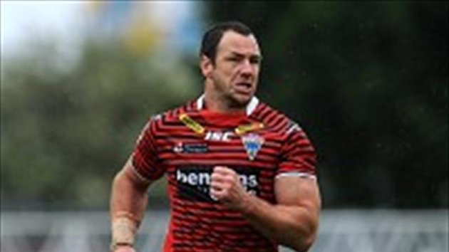 Salford have made a move for Adrian Morley, who is out of contract at the end of 2013