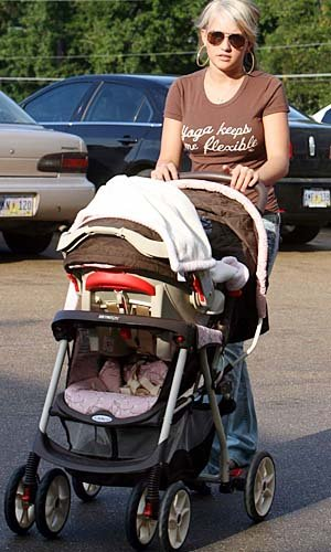 Jamie Lynn with baby Maddie in 2008. INFDaily.com