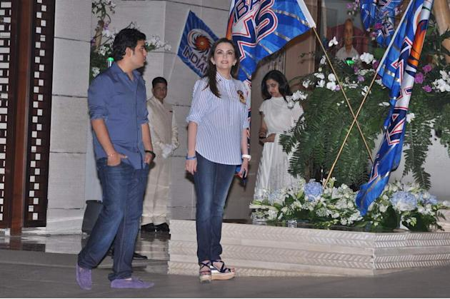 Nita Ambani and her son Akash hosted a party for their team- Mumbai Indians after they won the 2013 Champions League T20.