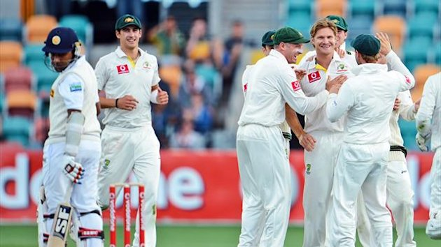 Australia's bowler Shane Watson (centre R) celebrates with teammates after dismissing Sri Lanka's batsman Mahela Jayawardene (L) on the second day of the first cricket Test match in Hobart (AFP)