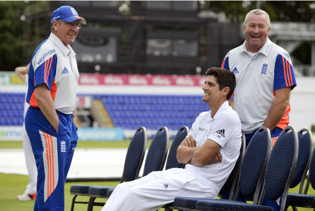 CRIC: England coach Trevor Bayliss, Alastair Cook and assistant coach Paul Farbrace share a joke before a training session