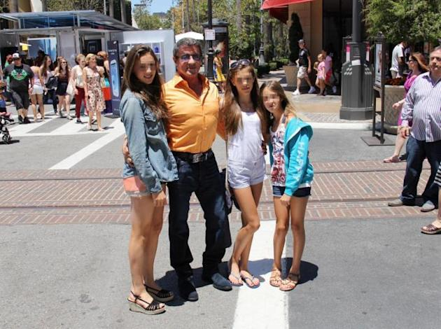 Beverly Hills, Sylvester Stallone con le sue tre bellissime figlie