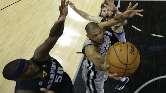 Basketball - Spurs fend off Grizzlies in overtime to extend lead
