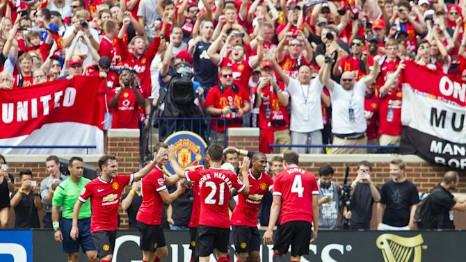 Record crowd sees Man United top Real Madrid 3-1