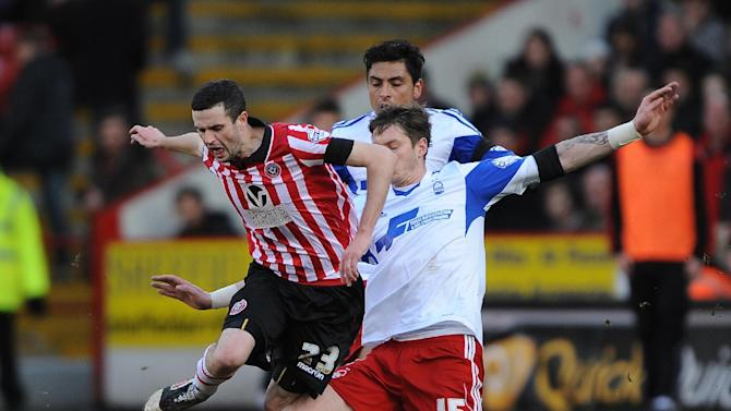 Sheffield United's Jamie Murphy, left, is tackled by Nottingham Forest's Greg Halford during their English FA Cup, fifth round match at Bramall Lane, Sheffield, Sunday Feb. 16, 2014. (AP  Photo/PA)