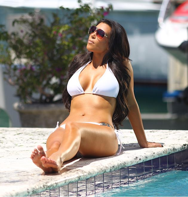 Kim Kardashian relaxes at the pool and looks fashionable in Miami