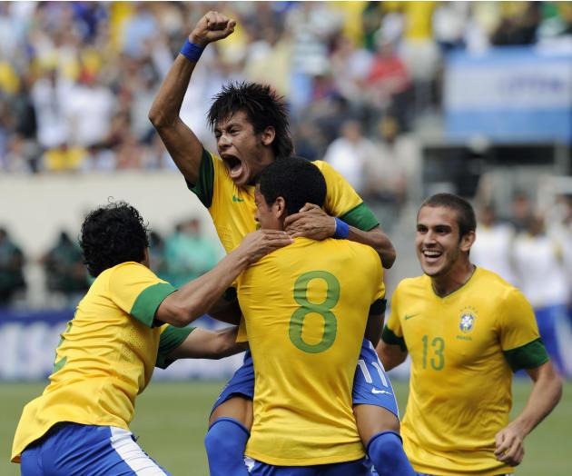 Lionel Messi volvió a brillar. El crack rosarino se despachó con tres goles -el último, impresionante-, para que la Argentina de Sabella se lleve el clásico sudamericano, ante Brasil, por 4-3. Neymar