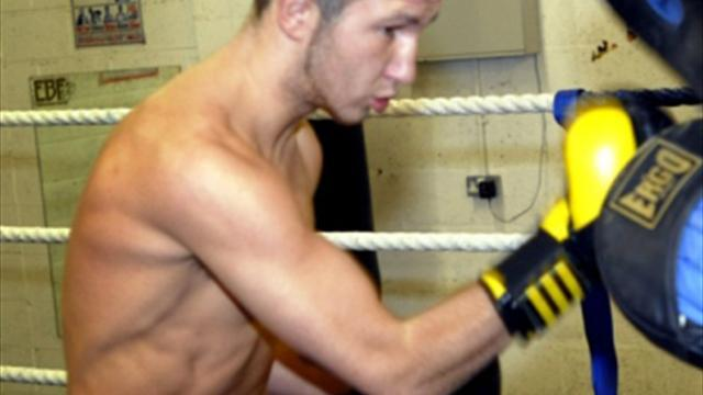 Boxing - Isaac Lowe takes Tyson's tips for his first six rounder next weekend