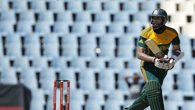 South Africa's batsman Hashim Amla makes a run during the One-Day International (ODI) against Pakistan at Centurion November 30, 2013 (Reuters)