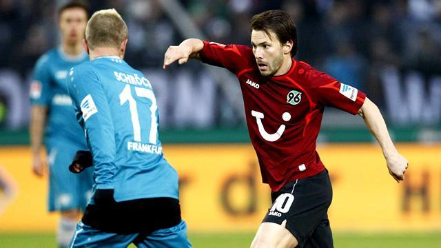 Bundesliga - Hanover edge closer to safety with win at Frankfurt