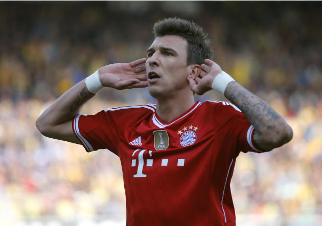 Bayern Munich's Mandzukic celebrates after scoring goal against Eintracht Braunschweig during their Bundesliga soccer match in Berlin