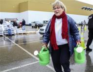 Cathy Mabe of Spring Hill, West Virginia makes use of a couple of watering cans to carry water at a bring-your-own-containers water filling station in South Charleston, West Virginia, January 11, 2014. REUTERS/Lisa Hechesky