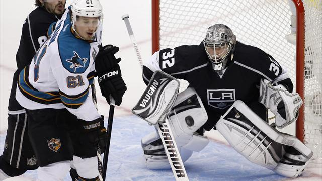 NHL - Goaltenders hit form as Kings beat Sharks and Penguins down Ottawa