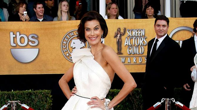 Teri Hatcher arrives at the 15th Annual Screen Actors Guild Awards held at the Shrine Auditorium on January 25, 2009 in Los Angeles, California.