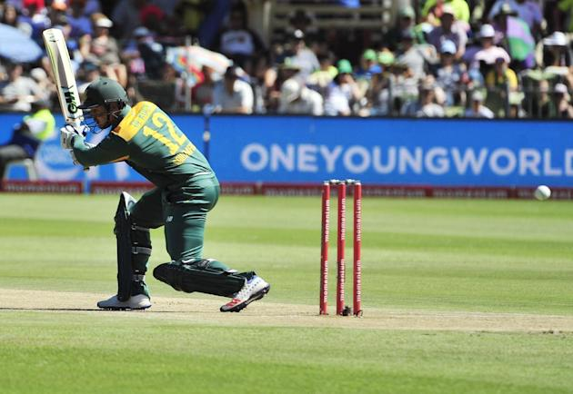 South Africa's Quinton de Kock, bats during the second One Day International cricket match against England in Port Elizabeth, South Africa, Saturday, Feb. 6, 2016. (AP Photo/Deryck Foster)