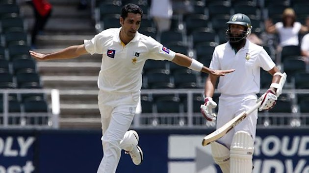 Pakistan's Umar Gul celebrates after taking the wicket of South Africa's Graeme Smith (Reuters)
