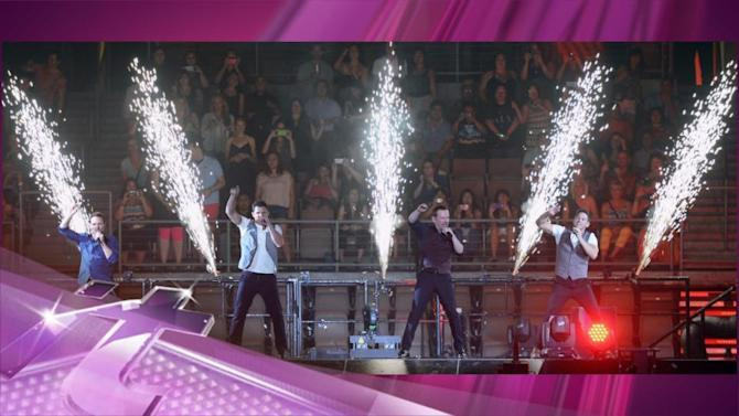 """Entertainment News Pop: 98 Degrees & Boyz II Men Perform """"In The Still Of The Night"""" Together"""