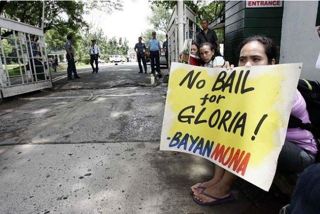 Arroyo posts bail