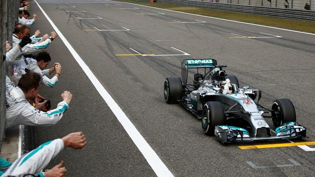 Formula 1 - Mercedes could ban Hamilton from duelling with Rosberg