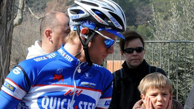 Cycling - Omega's Maes injures collarbone