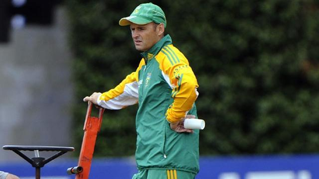Cricket - South Africa coach Kirsten to quit next month