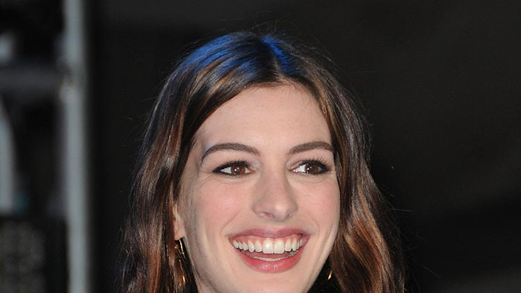 Alice in Wonderland Fan Event 2010 Anne Hathaway