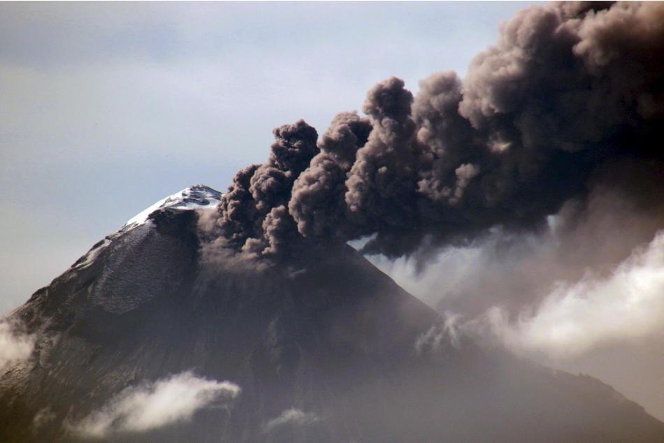 Ecuador's Tungurahua volcano spews large clouds of gas and ash near Banos