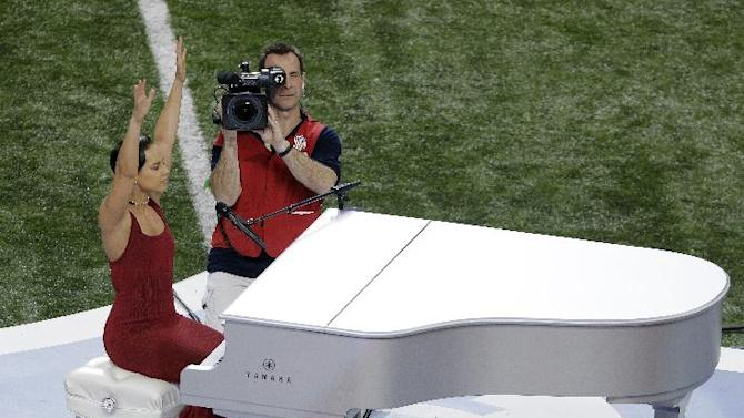 Alicia Keys reacts after singing the national anthem before the NFL Super Bowl XLVII football game between the San Francisco 49ers and the Baltimore Ravens, Sunday, Feb. 3, 2013, in New Orleans. (AP Photo/Charlie Riedel)