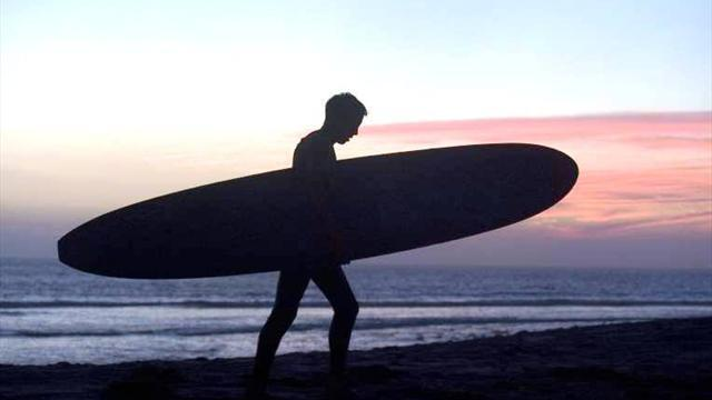 Surfing - Another lay day called in Hawaii