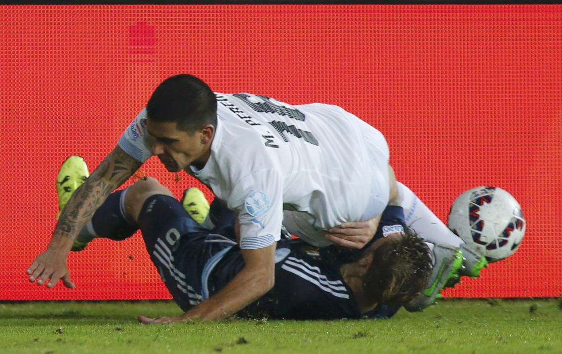 Uruguay's Pereira (top) fights for the ball with Argentina's Biglia during their first round Copa America 2015 soccer match at Estadio La...
