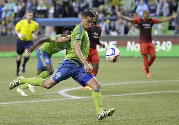 Dempsey's 77th minute goal lifts Seattle past Portland 1-0