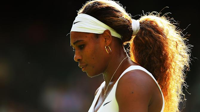 Wimbledon - Williams eases into third round, Sharapova through