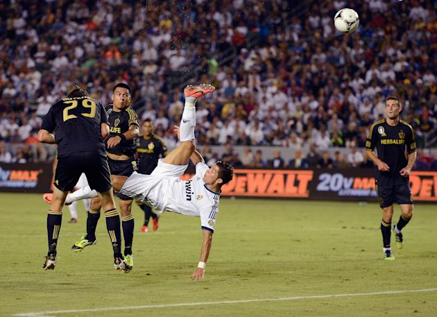 Real Madrid v Los Angeles Galaxy