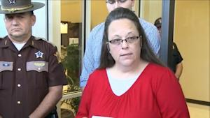 Kim Davis Remains Defiant, Makes Tearful Return to …