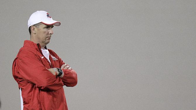 Buckeyes' Meyer prowling sidelines after surgery