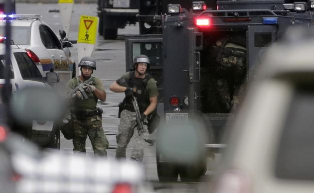 Law enforcement officers respond to the scene of a shooting at the Washington Navy Yard in Washington, September 16, 2013. Several people were killed and others injured when at least one gunman opened fire at the U.S. Navy Yard in Washington D.C. on Monday, authorities said. One Navy official said that four people had died and eight others were injured, but other officials suggested caution over those numbers saying the situation was in flux. REUTERS/Jason Reed (UNITED STATES - Tags: CRIME LAW MILITARY TPX IMAGES OF THE DAY)