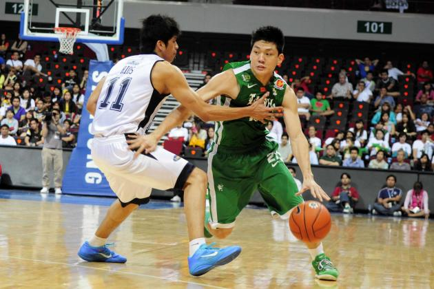 DLSU's Jeron Teng tries to move past Jansen Rios of Adamson. Teng scored 18 points to lead the Archers to victory. (NPPA Images)