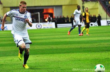 Chelsea star De Bruyne to return to England for scan on knee injury