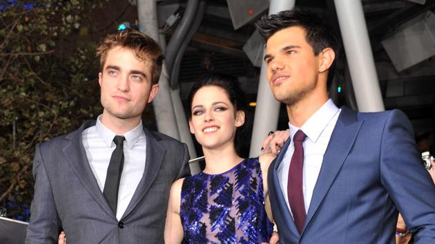 Robert Pattinson, Kristen Stewart and Taylor Lautner got together for a picture at the Nokia Theatre.
