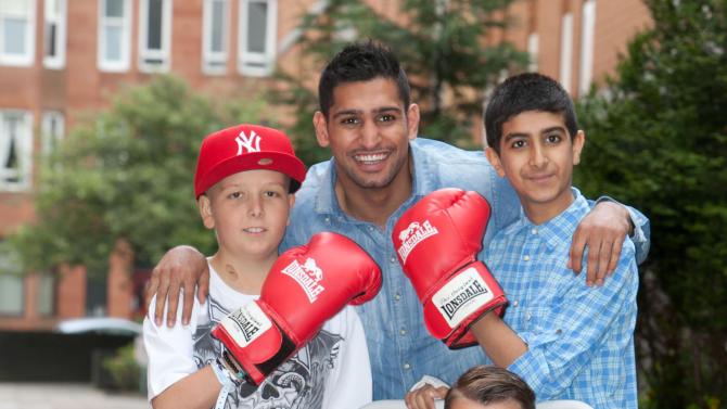 Boxing - Amir Khan Hospital Visit - Glasgow Royal Hospital