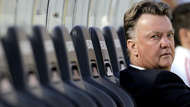 Premier League - Van Gaal will not combine Spurs and Dutch roles