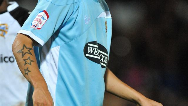 Football - Wilkinson stays on at Dagenham
