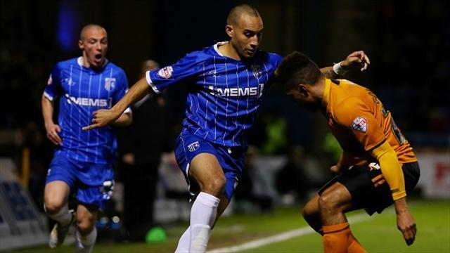 League One - Fagan to stay with Gillingham