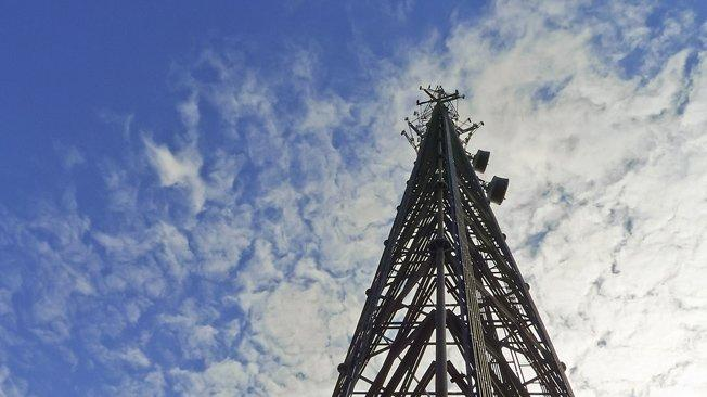 AT&T announces huge $4.85 billion cell tower deal