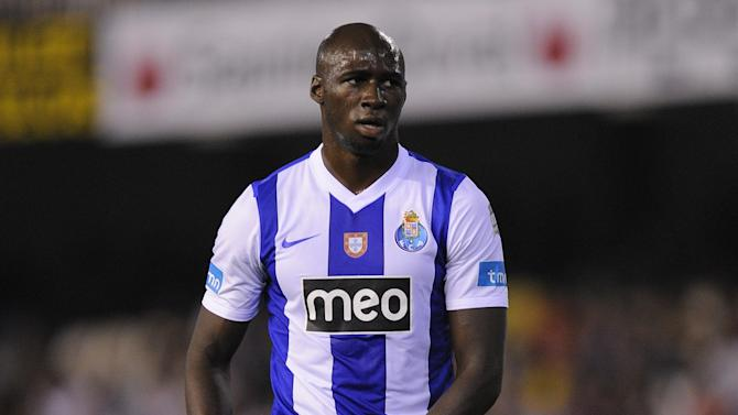 Premier League - Mangala 'signs' for Manchester City in video