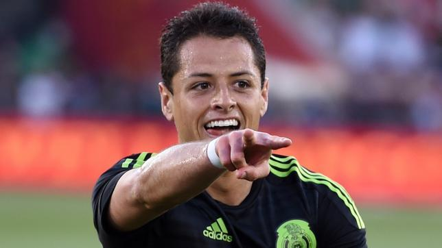 Mexico's Javier Hernandez gets injured against Honduras