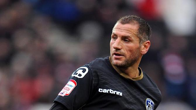 Former Oldham striker Shefki Kuqi could resume his career at Hibernian